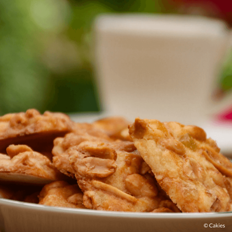 Adolfina cookies are delicious peanut and succade (candied peel) cookies. A delicious shortcrust dough topped with a mix of peanuts and succade (candied peel).