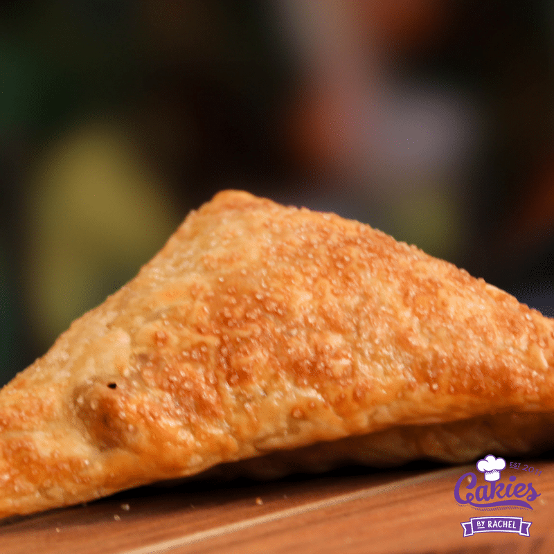 An easy apple turnovers recipe. Make these apple turnovers in advance and heat them up before serving or serve them cold.