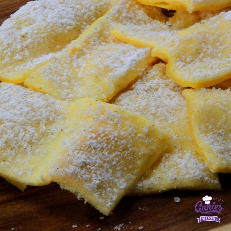 Prophetenkuchen Recept – Duitse Profeten Cake | Prophetenkuchen (Profeten cake) is een zeer dunne, golvende cake, besmeerd met boter en bestrooid met poedersuiker. Het is super lekker! | http://www.cakies.nl