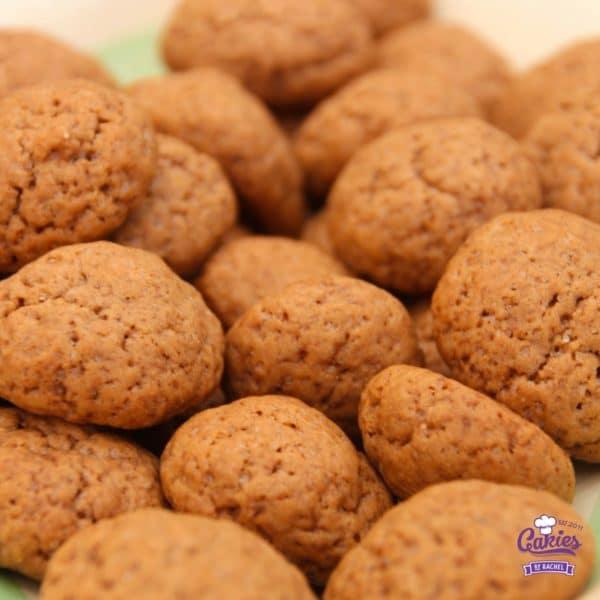 Lekkerste Kruidnootjes Recept | Een makkelijk kruidnootjes recept mag uiteraard niet missen voor Sinterklaas. Dit kruidnootjes recept is super makkelijk en leuk om met kinderen te maken. | http://www.cakies.nl