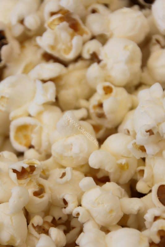 Heb je je wel eens afgevraagd, 'Hoe maak je popcorn eigenlijk?' Popcorn maken zoals vroeger kan echt heel leuk en lekker zijn!