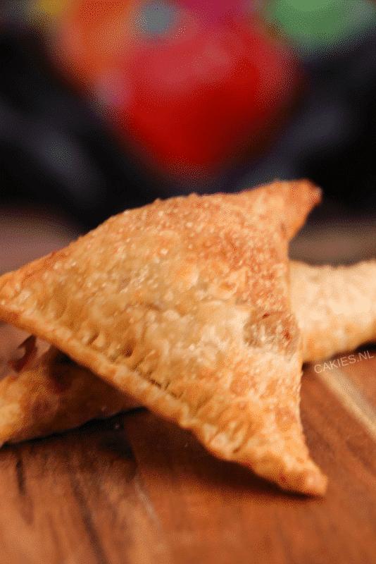 Een makkelijk appelflap recept. Maak deze appelflappen van te voren en warm ze op of eet ze koud. De lekkerste appelflappen maak je zelf!