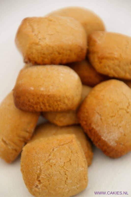 Deze oud-hollandse pepernoten zijn zacht en taai taai achtig. Een lekker en simpel Sinterklaasrecept. Ouderwets lekkere pepernoten (bonken). #pepernoten #recept #recepten #sinterklaas