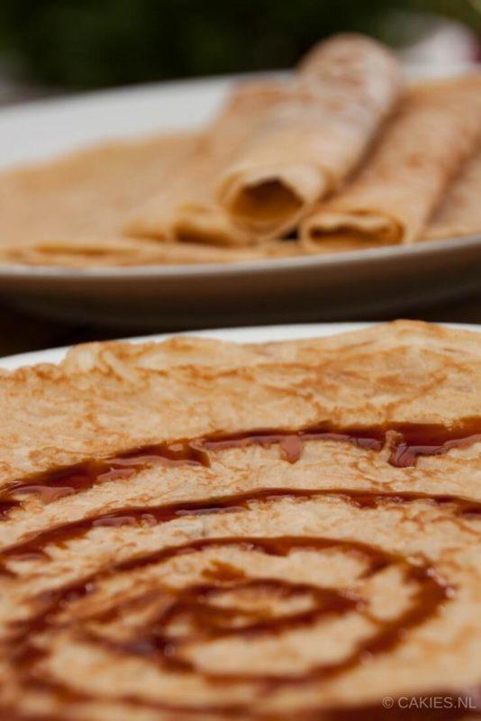Pannenkoeken zijn super makkelijk om zelf te maken en veel lekkerder dan de kant en klare mixen uit de winkel. Iedereen kan zelf pannenkoeken bakken. #recept #recepten #pannekoek