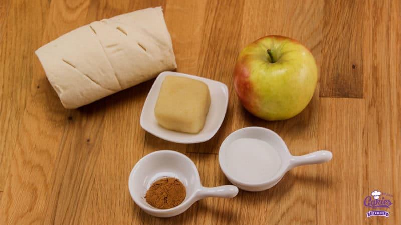 Appel Speculaas Croissants Recept | Croissantjes gevuld met speculaas en suiker bedekte appeltjes en amandelspijs. Een heerlijk hapje voor de herfst en de winter. Appel speculaas croissants. | http://www.cakies.nl | Stap 01