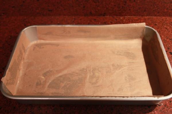 Brownies Recept voor Bere-slechte maar zo lekkere brownies | Een heerlijk en super makkelijk Brownies recept. Deze brownies zijn een hit op elk feestje. Onder vrienden is dit mijn meest gevraagde brownies recept :). | http://www.cakies.nl | Stap 02