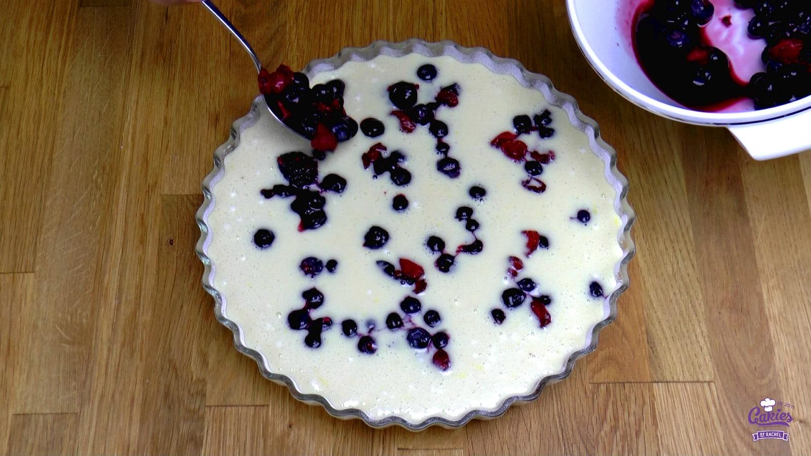 Bublanina – Tsjechische Bubbel Cake | Een makkelijk, één kom recept voor Bublanina, een Tsjechische Bubbel Cake. Deze cake is luchtig en makkelijk om te maken. Het hele jaar een heerlijke cake. | http://www.cakies.nl | Stap 14