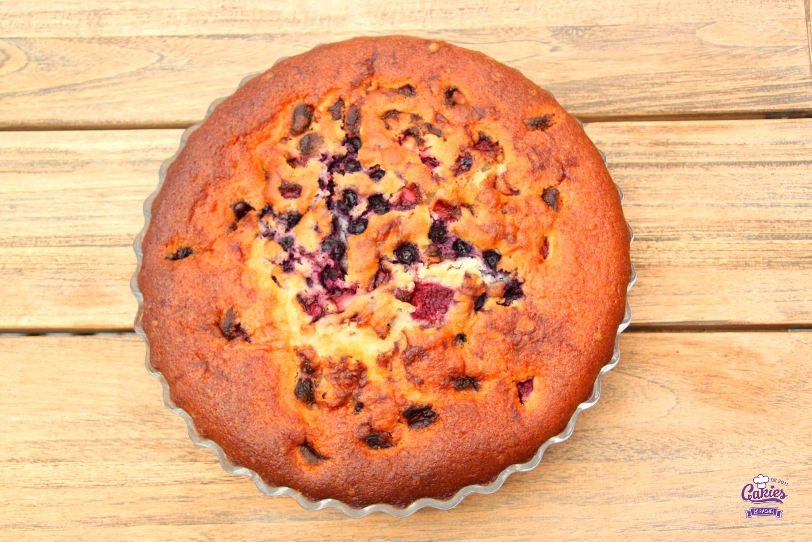 Bublanina – Tsjechische Bubbel Cake | Een makkelijk, één kom recept voor Bublanina, een Tsjechische Bubbel Cake. Deze cake is luchtig en makkelijk om te maken. Het hele jaar een heerlijke cake. | http://www.cakies.nl | Stap 15