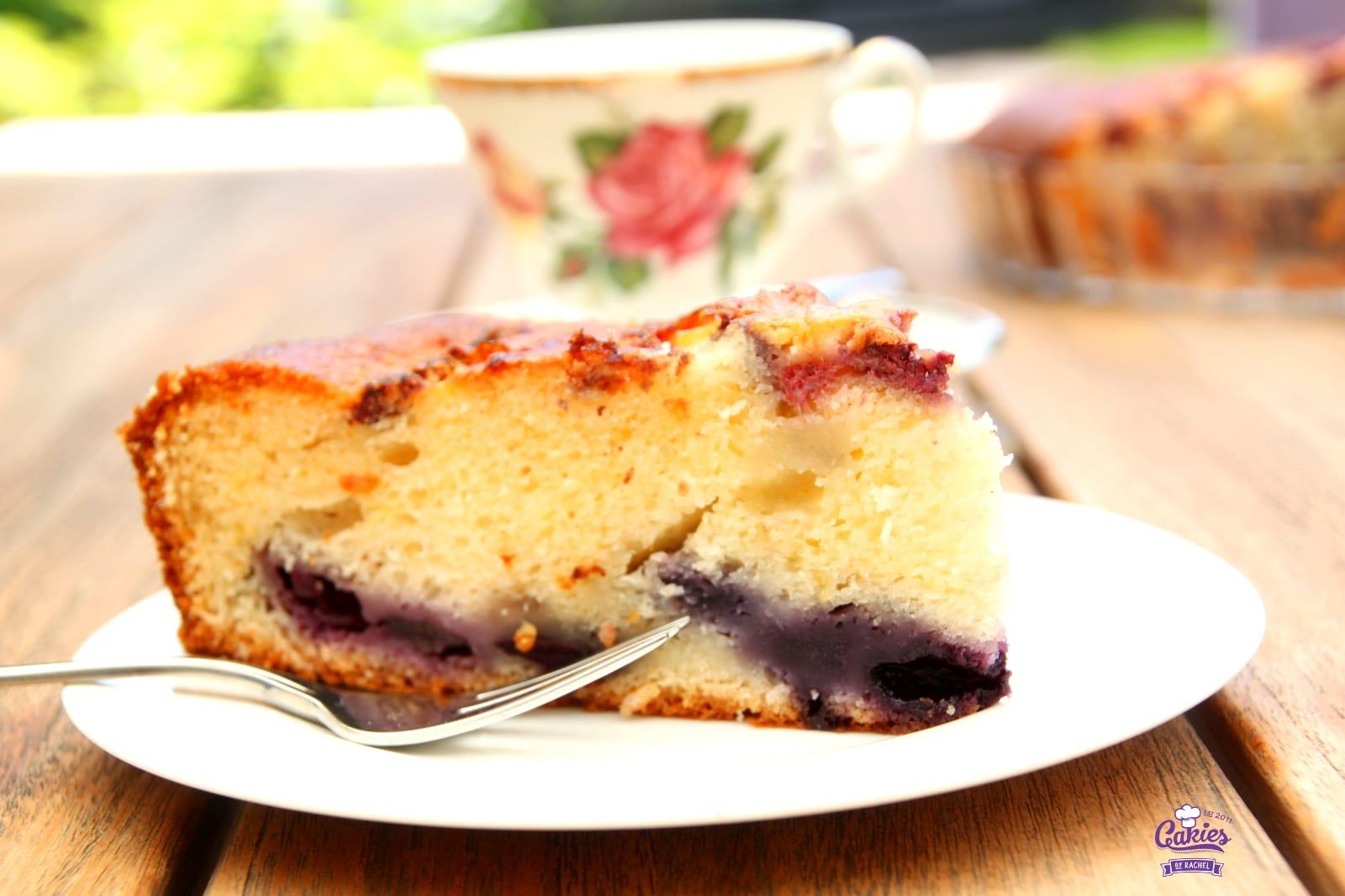 Bublanina – Tsjechische Bubbel Cake | Een makkelijk, één kom recept voor Bublanina, een Tsjechische Bubbel Cake. Deze cake is luchtig en makkelijk om te maken. Het hele jaar een heerlijke cake. | http://www.cakies.nl | Stap 16
