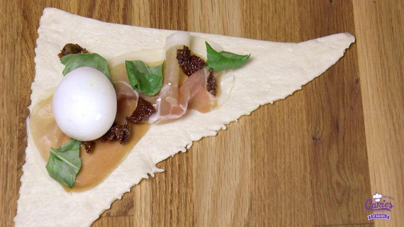 Deze croissants gevuld met ei zijn een heerlijke lekkernij voor het ontbijt of brunch in het weekend. Een leuk en lekker brunch idee voor Pasen! | http://www.cakies.nl | Stap 06