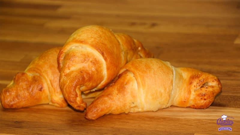 Deze croissants gevuld met ei zijn een heerlijke lekkernij voor het ontbijt of brunch in het weekend. Een leuk en lekker brunch idee voor Pasen! | http://www.cakies.nl | Stap 10
