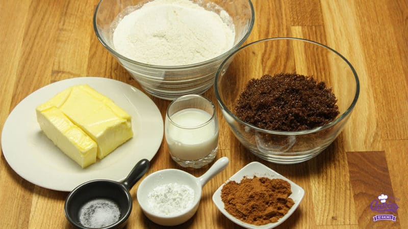 Speculaasjes Recept | Speculaasjes maken is heel makkelijk en super lekker. Je kan de speculaasjes maken met een speculaasplank of koekjes uitsteken met een vormpje. | http://www.cakies.nl | Stap 01