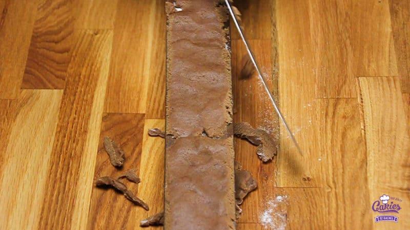 Speculaasjes Recept | Speculaasjes maken is heel makkelijk en super lekker. Je kan de speculaasjes maken met een speculaasplank of koekjes uitsteken met een vormpje. | http://www.cakies.nl | Stap 08