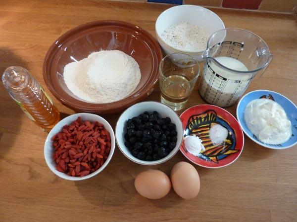 Jammie Goji Bes, Bosbes en Honing Muffins | Deze goji bes en bosbes muffins zitten bomvol heerlijke antioxidanten. In combinatie met de zoetheid van de honing zijn ze helemaal jammie! | http://www.cakies.nl | Stap 01