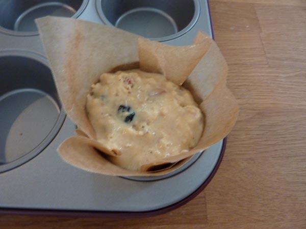 Jammie Goji Bes, Bosbes en Honing Muffins | Deze goji bes en bosbes muffins zitten bomvol heerlijke antioxidanten. In combinatie met de zoetheid van de honing zijn ze helemaal jammie! | http://www.cakies.nl | Stap 19