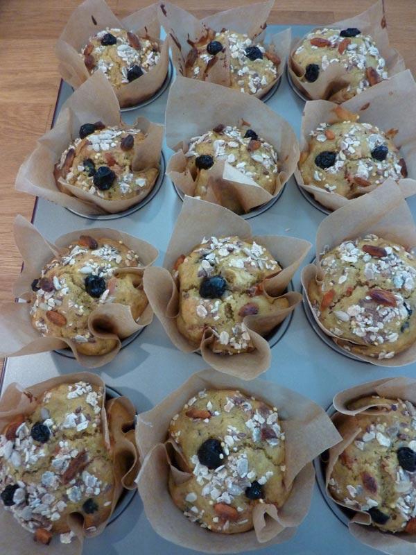 Jammie Goji Bes, Bosbes en Honing Muffins | Deze goji bes en bosbes muffins zitten bomvol heerlijke antioxidanten. In combinatie met de zoetheid van de honing zijn ze helemaal jammie! | http://www.cakies.nl | Stap 23