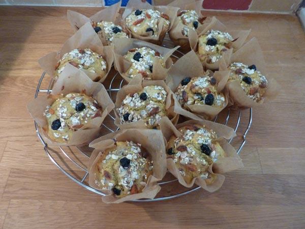 Jammie Goji Bes, Bosbes en Honing Muffins | Deze goji bes en bosbes muffins zitten bomvol heerlijke antioxidanten. In combinatie met de zoetheid van de honing zijn ze helemaal jammie! | http://www.cakies.nl | Stap 24
