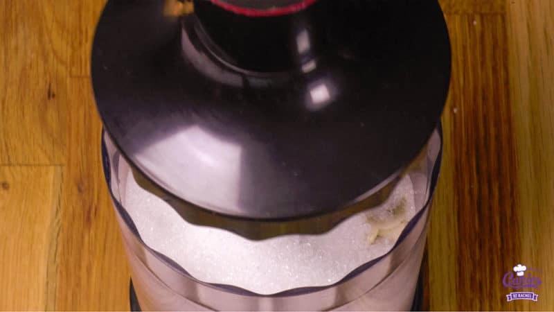 Zelf Amandelspijs Maken | Deze zelfgemaakte amandelspijs is super makkelijk om te maken en echt veel lekkerder dan uit de winkel! Amandelspijs recept, leer zelf amandelspijs maken. | http://www.cakies.nl | Stap 04