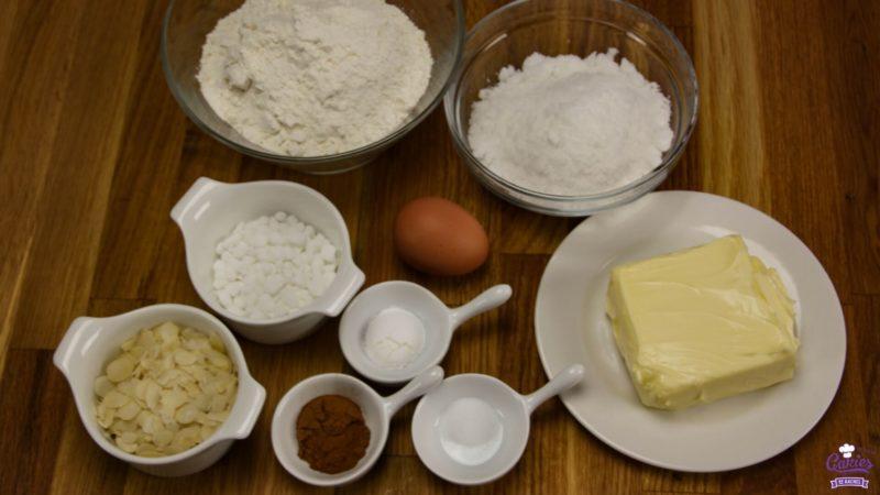 Jan Hagel Koekjes Recept | Jan Hagel Koekjes zijn een typisch Hollands koekje. Een heerlijk bros koekje met een vleugje kaneel, bedekt met amandelen en parelsuiker. | https://www.cakies.nl | Stap 01