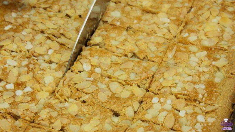 Jan Hagel Koekjes Recept | Jan Hagel Koekjes zijn een typisch Hollands koekje. Een heerlijk bros koekje met een vleugje kaneel, bedekt met amandelen en parelsuiker. | https://www.cakies.nl | Stap 07