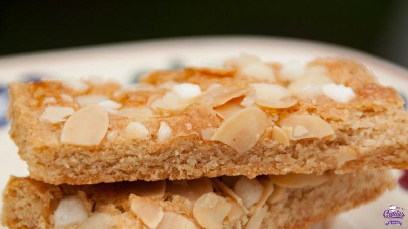 Jan Hagel Koekjes Recept | Jan Hagel Koekjes zijn een typisch Hollands koekje. Een heerlijk bros koekje met een vleugje kaneel, bedekt met amandelen en parelsuiker. | https://www.cakies.nl | Stap 08
