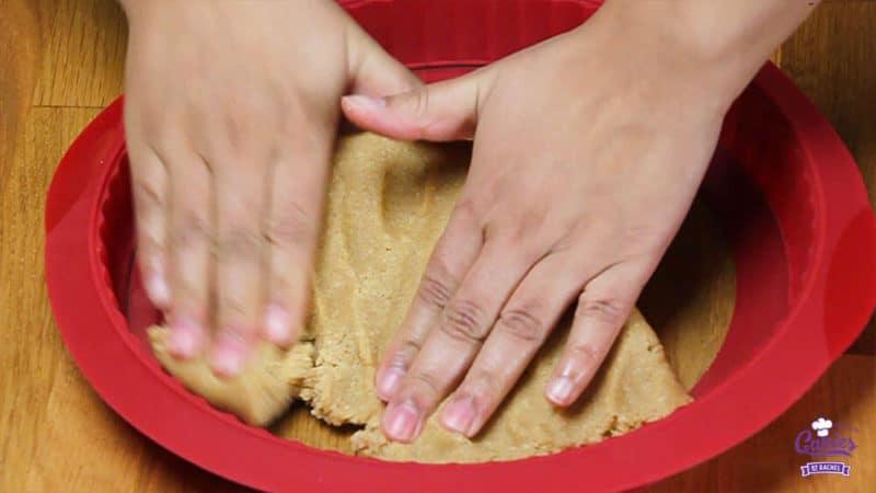 Oostenrijkse Linzer Torte Recept | Linzer Torte is schijnbaar de oudste taart ter wereld. Een klassieke Oostenrijkse taart gemaakt van een kruimelig deeg met aalbessen vulling. | http://www.cakies.nl | Stap 16