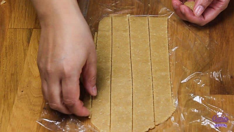 Oostenrijkse Linzer Torte Recept  | Linzer Torte is schijnbaar de oudste taart ter wereld. Een klassieke Oostenrijkse taart gemaakt van een kruimelig deeg met aalbessen vulling. | http://www.cakies.nl | Stap 19