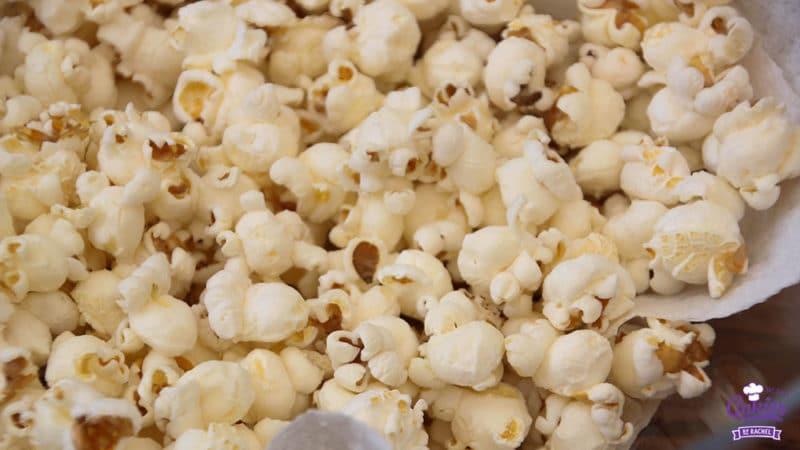 Hoe Maak Je Popcorn (zoals vroeger) | Heb je je wel eens afgevraagd, 'Hoe maak je popcorn eigenlijk?' Popcorn maken zoals vroeger kan echt heel leuk zijn en het smaakt nog lekkerder ook nog! | http://www.cakies.nl | Stap 09