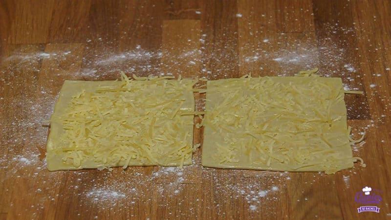 Kaasstengels Recept | Kaasstengels zijn echt super makkelijk om zelf te maken. Deze knapperige kaasstengels zijn een hit op elk feestje. Een lekkere snack. | Stap 08