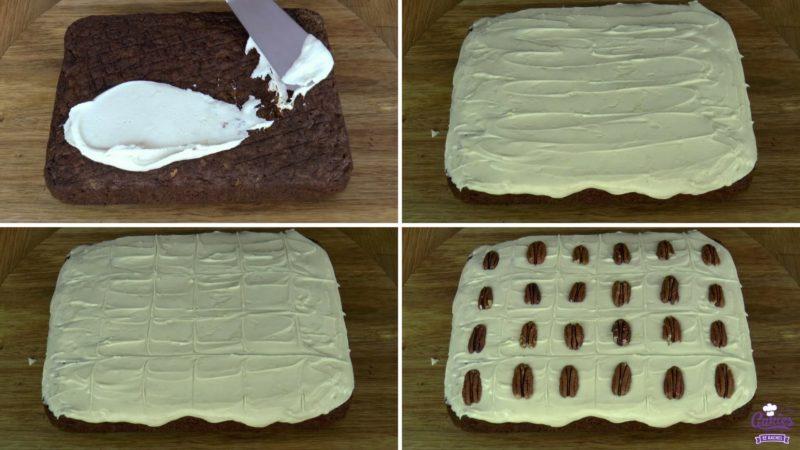 Pompoen cake foto's van het insmeren van de cake met frosting.
