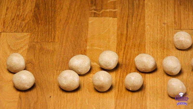 Speculaas Maizenakoekjes Recept | Speculaas maizenakoekjes zijn maizenakoekjes met een vleugje speculaas. Dit speculaas maizenakoekjes recept is glutenvrij. | http://www.cakies.nl | Stap 07