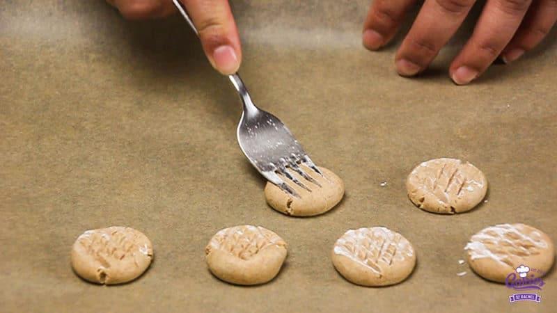 Speculaas Maizenakoekjes Recept | Speculaas maizenakoekjes zijn maizenakoekjes met een vleugje speculaas. Dit speculaas maizenakoekjes recept is glutenvrij. | http://www.cakies.nl | Stap 08