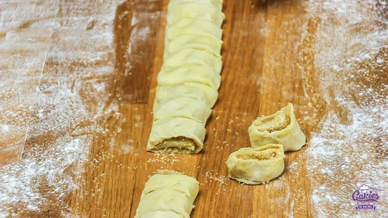 Suikervlinders Recept | Suikervlinders zijn een knapperig, zoet Frans koekje, ook wel Palmier genoemd. Met 3 ingrediënten kan je zelf deze heerlijke suikervlinder koekjes maken. | http://www.cakies.nl | Stap 12